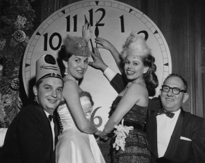 Vintage Photos from New Year's Eves Past (11)